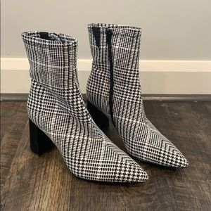 Jeffrey Campbell size 9.5 houndstooth booties